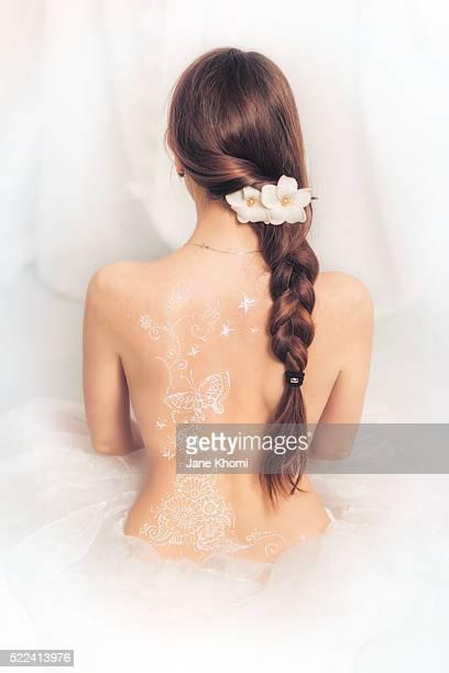 white henna tattoo - ukrainian angel stockfoto's en -beelden