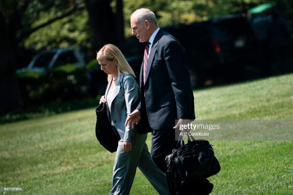 White House Chief of Staff John Kelly (R) follows as US President Donald Trump walks to Marine One on the South Lawn of the White House August 22, 2017 in Washington, DC. / AFP PHOTO / Brendan Smialowski