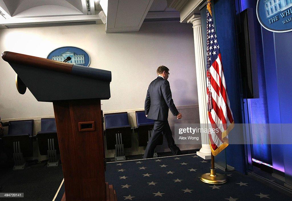 White House Press Secretary Jay Carney Resigns, Josh Earnest Replaces Carney : ニュース写真