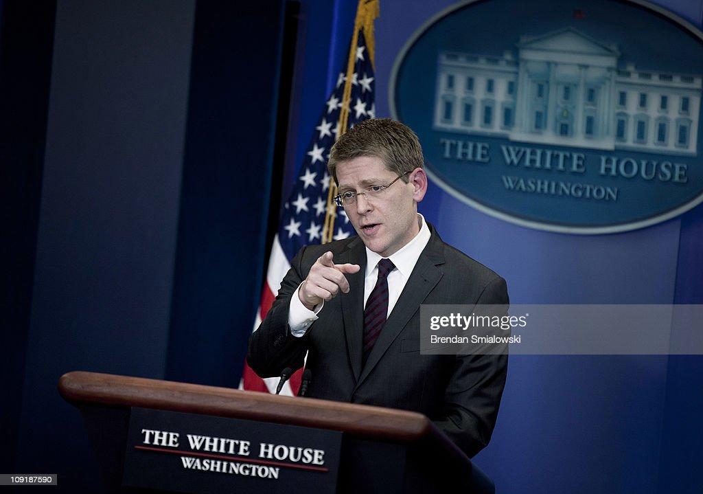 New Press Secretary Jay Carney Briefs White House Press Corps : ニュース写真