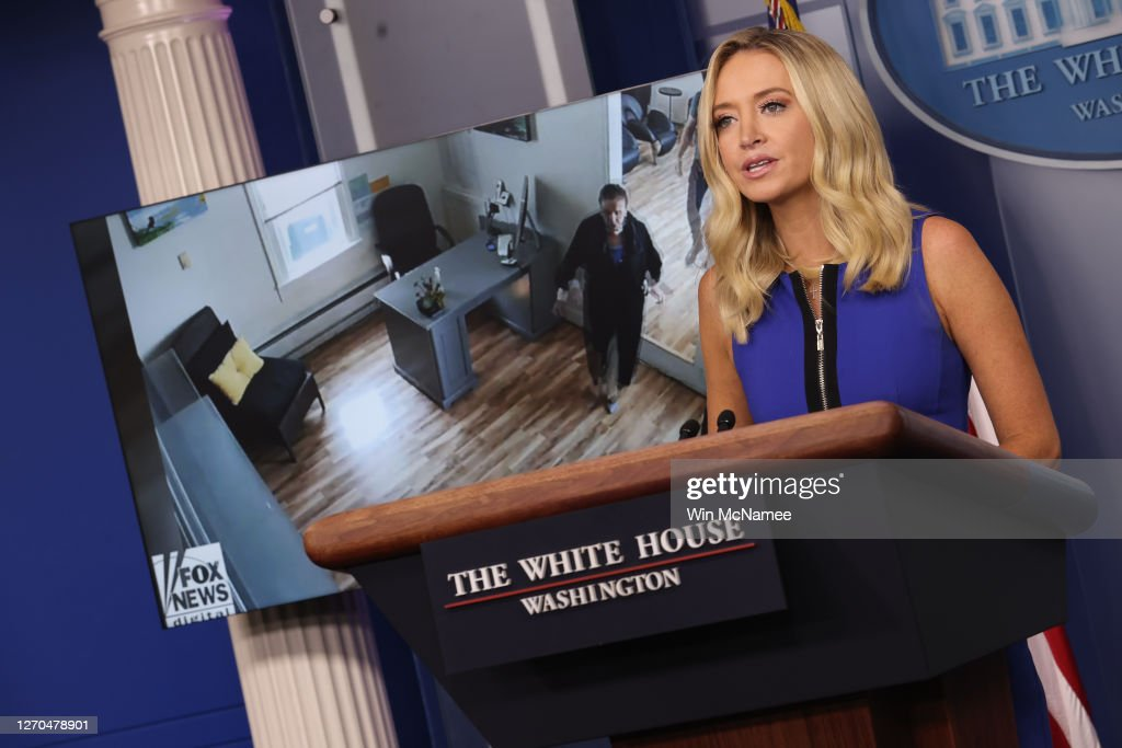 White House Press Secretary Kayleigh McEnany Holds Press Briefing : ニュース写真