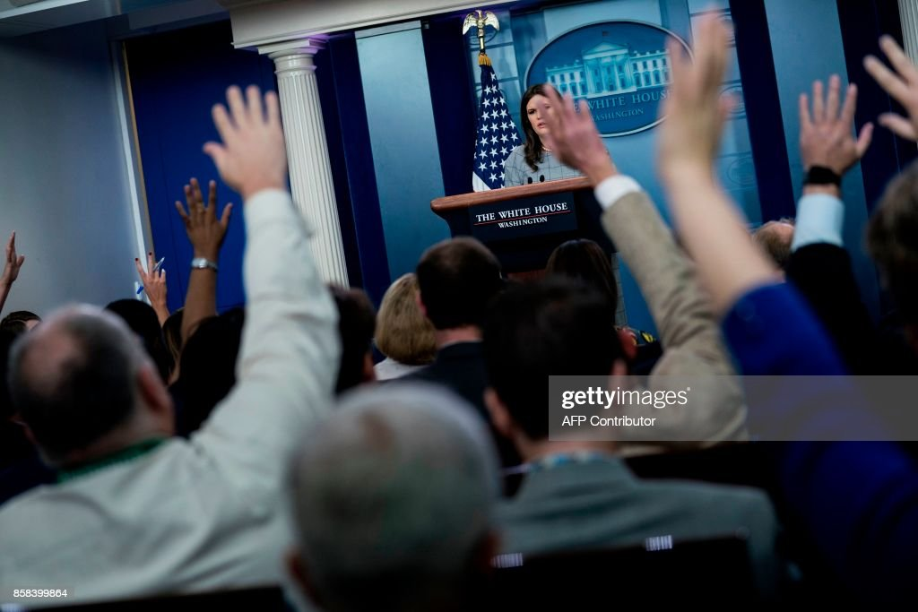 White House Press Secretary Sarah H. Sanders takes questions during a briefing at the White House October 6, 2017 in Washington, DC. / AFP PHOTO / Brendan Smialowski