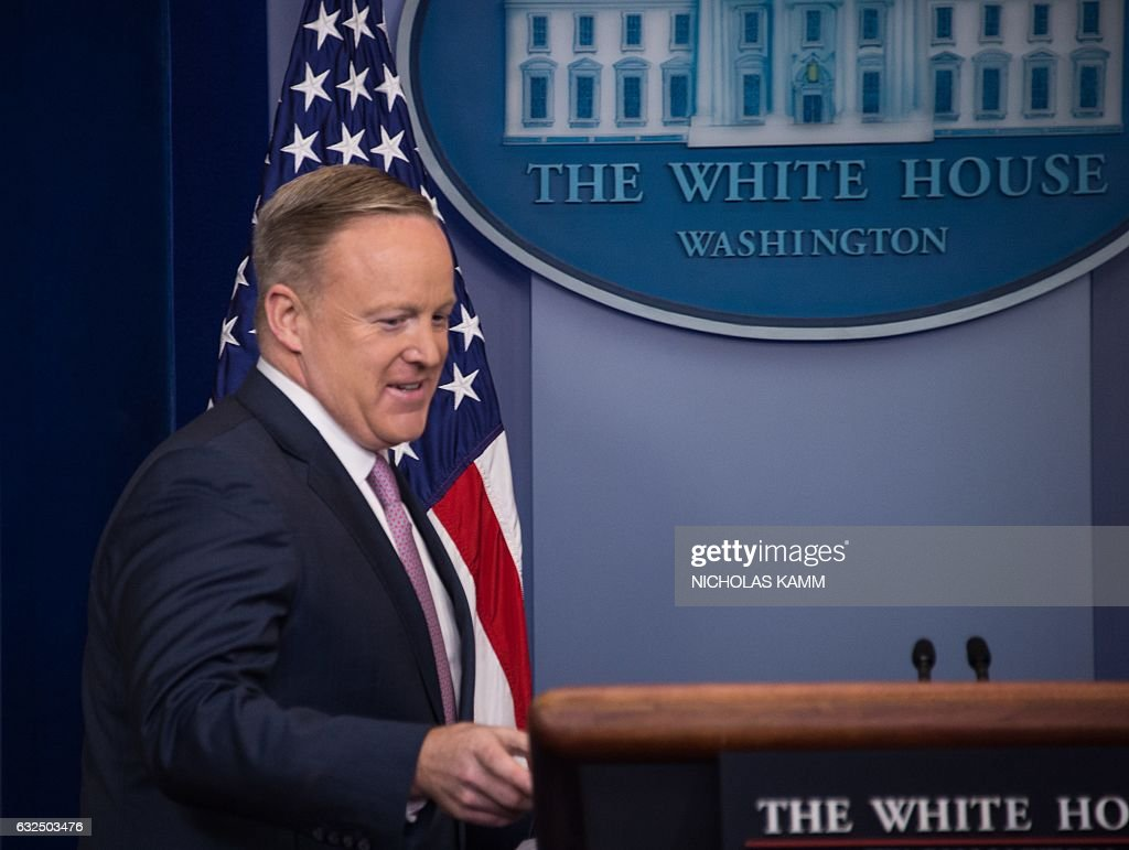 White House Press Secretary Sean Spicer arrives at the daily press briefing on January 23, 2017 at the White House in Washington, DC. / AFP / NICHOLAS