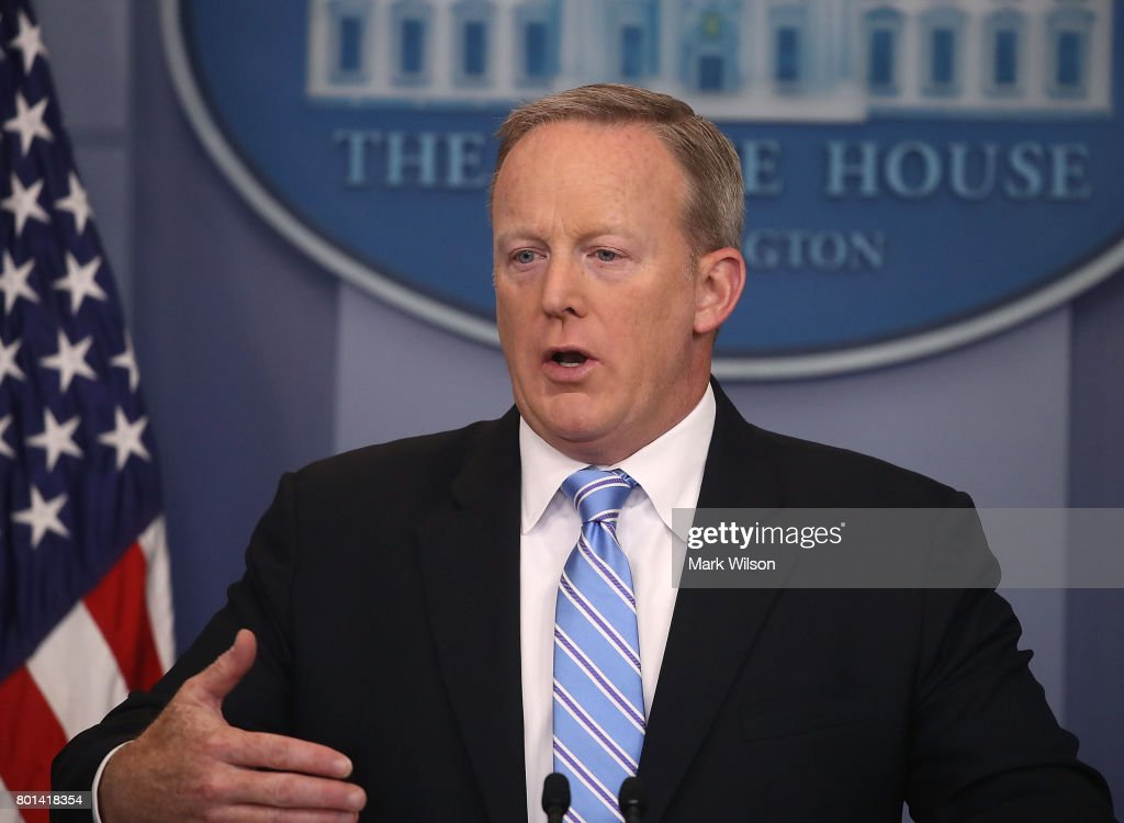 White House Press Secretary Sean Spicer Holds Daily Briefing  Without TV Coverage : News Photo