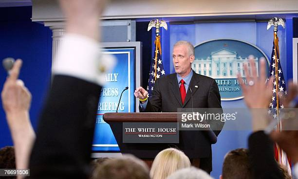 White House Press Secretary Tony Snow takes questions from reporters during his last briefing on September 12, 2007 in Washington, DC. Next week,...