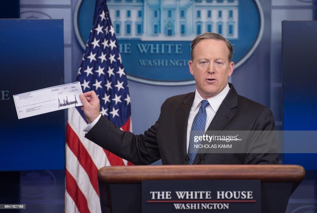 US-POLITICS-PRESS BRIEFING : News Photo