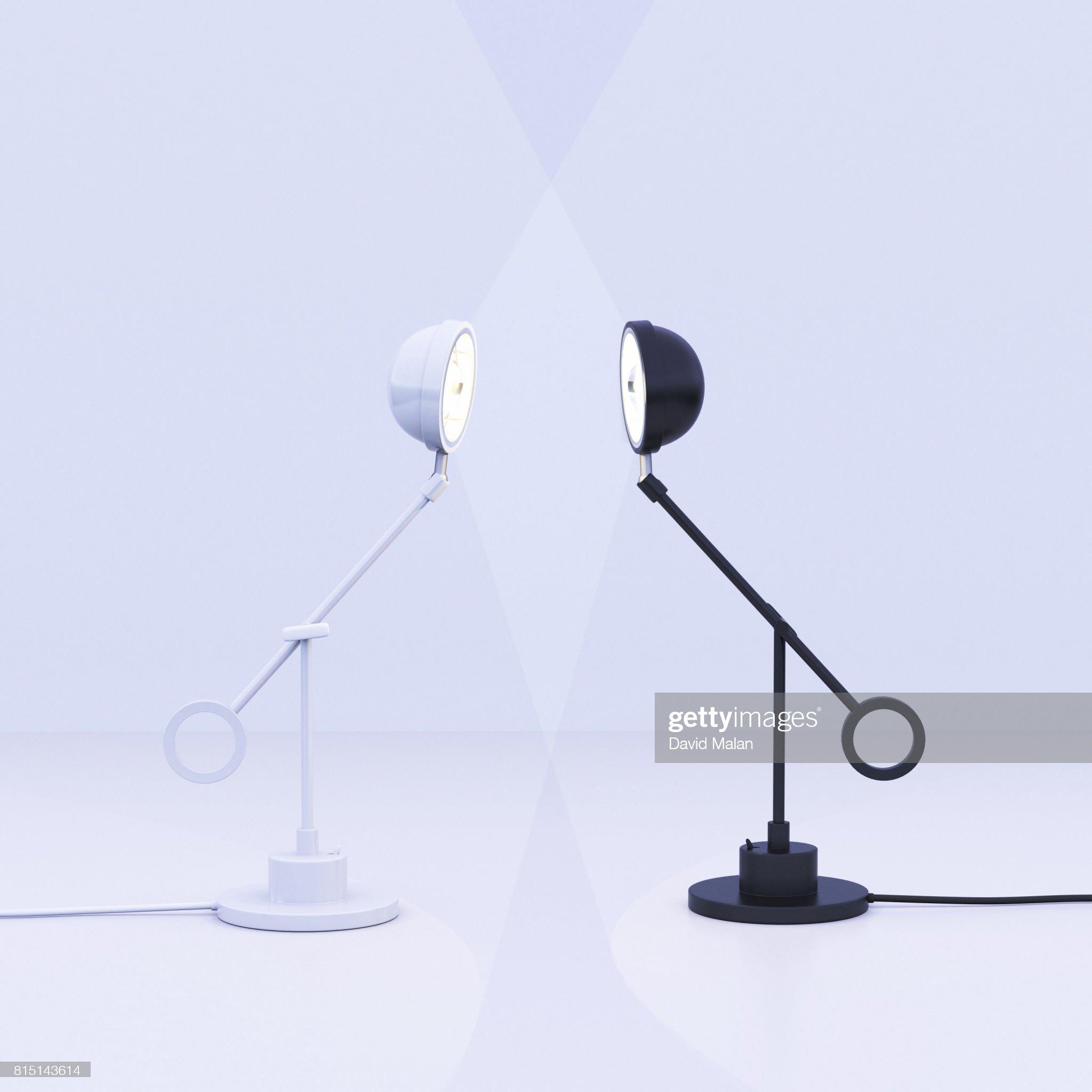 White lamp facing a black lamp. : 圖庫照片