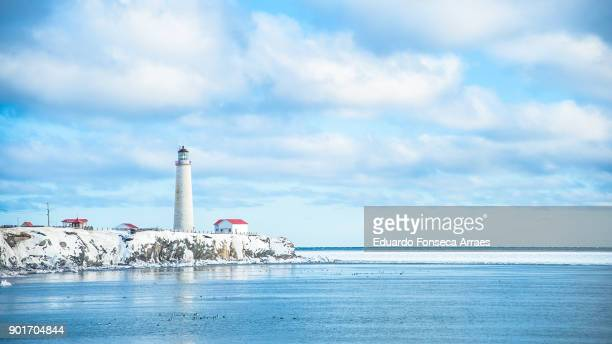 white landscapes - cap-des-rosiers lighthouse inside the forillon national park - cap des rosiers stock pictures, royalty-free photos & images