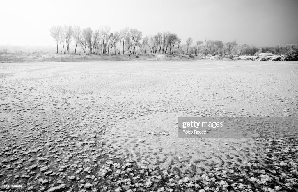 White Landscapes - Frozen lake with ice patterns in winter. : Stock Photo