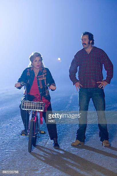 EARL 'White Lie Christmas' Episode 10 Pictured Brett Butler as Connie Darville Jason Lee as Earl Hickey