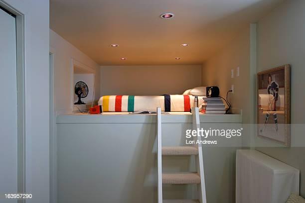 white loft bedroom with hudson's bay blanket - hudson bay 個照片及圖片檔