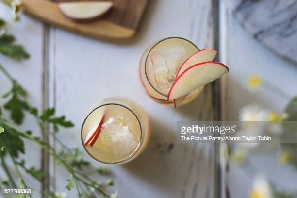 White Nectarine Prosecco Sangría with Ginger & Elderflower. Sli