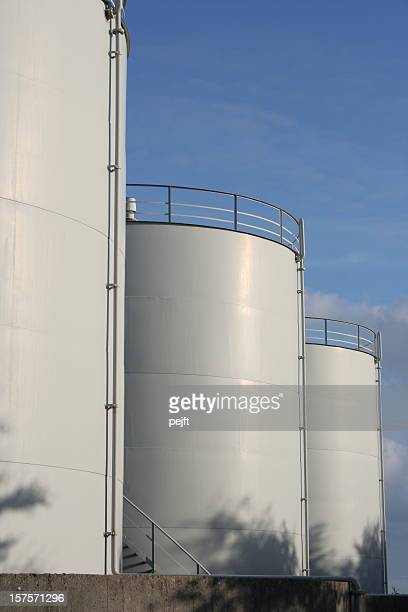 white neutral oil tanks for storage of fuel - pejft stock pictures, royalty-free photos & images