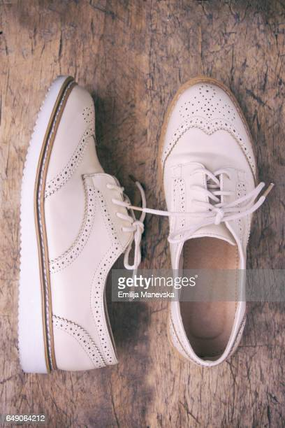 white oxford shoes - oxford shoe stock-fotos und bilder