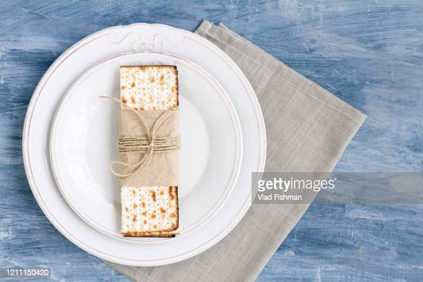 white plate with matzah - matzo stock pictures, royalty-free photos & images