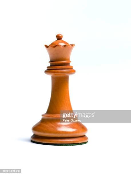 white queen chess piece - sports round stock-fotos und bilder