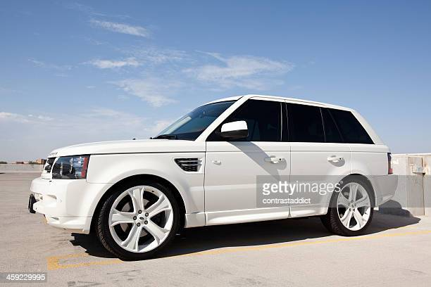 white range rover hse 2010. - range rover stock pictures, royalty-free photos & images