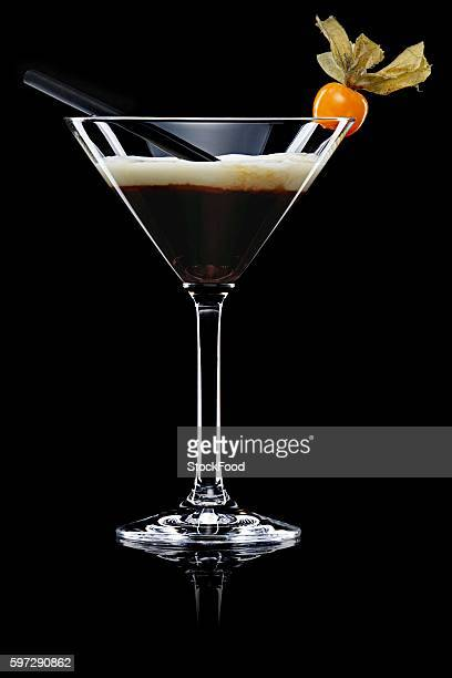 white russian (drink made with coffee liqueur, vodka & cream) - coffee drink stock pictures, royalty-free photos & images