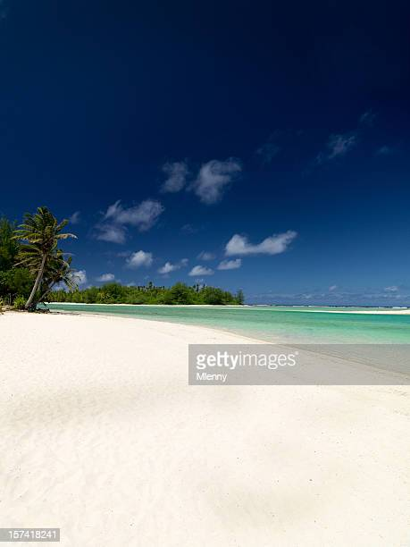 spiaggia di sabbia bianca paradiso delle vacanze - rarotonga foto e immagini stock