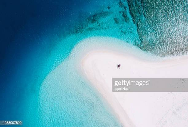 white sandbar with clear blue tropical water from above, okinawa, japan - 海 ストックフォトと画像