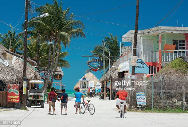 white sandy street scene on holbox island - isla holbox fotografías e imágenes de stock