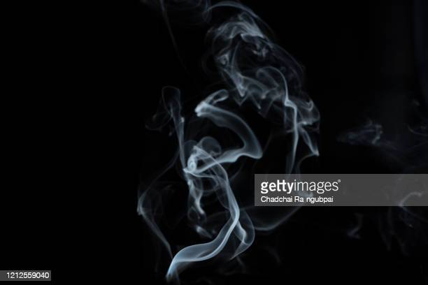white smoke with black background smoke. smoke concept. - fumo materia foto e immagini stock