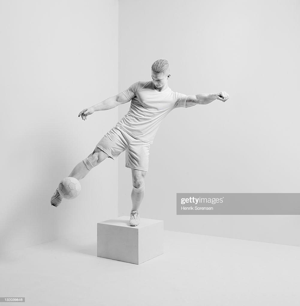 white statue in white room : Foto de stock
