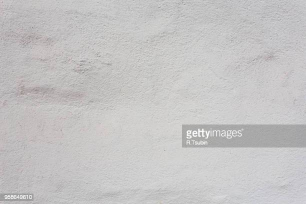 white strucco wall texture background - muur stockfoto's en -beelden