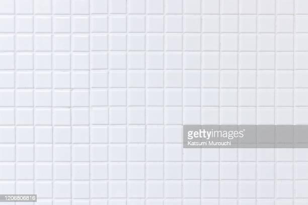 white tile wall texture background - baldosa fotografías e imágenes de stock