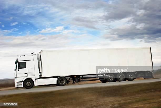 Camião branco completo comprimento