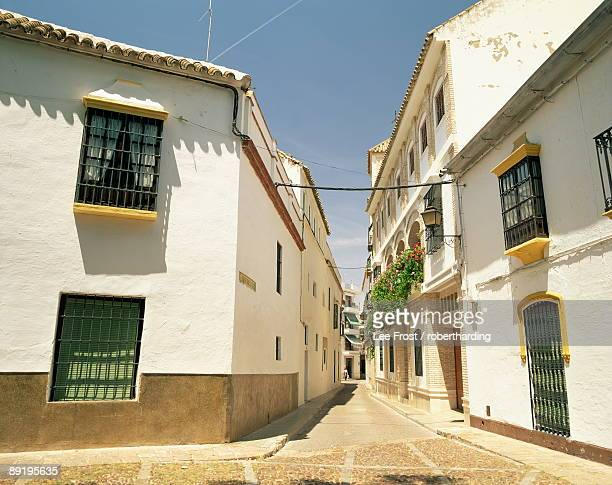 white walled houses on a narrow street in the village of ecija, in the province of seville, andalucia, spain, europe - エシハ ストックフォトと画像