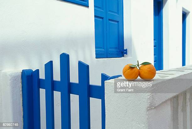 white washed houses with oranges sitting on stone  - cyclades islands stock pictures, royalty-free photos & images