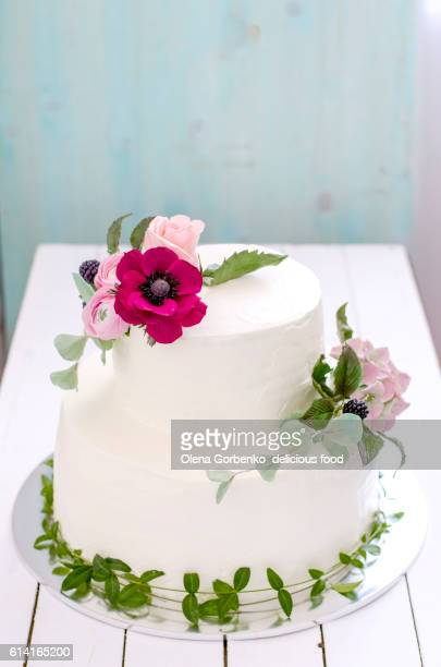 White wedding cake with sugsr flowers