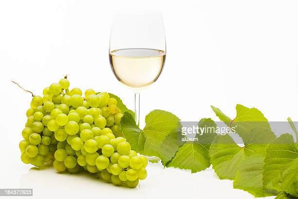 vino blanco - chardonnay grape fotografías e imágenes de stock