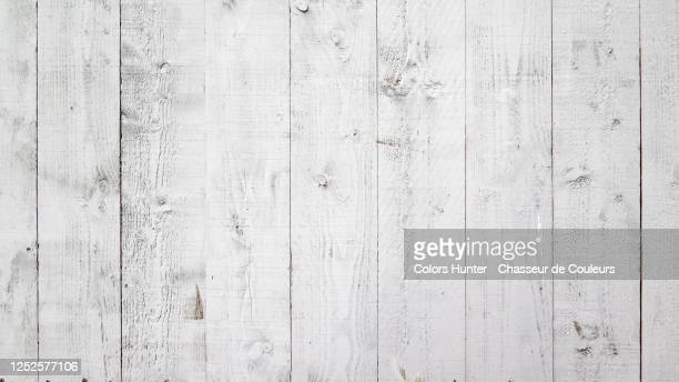 white wooden plank wall painted with natural patina - legno foto e immagini stock
