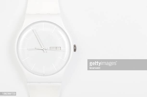 white wrist watch - temps qui passe photos et images de collection