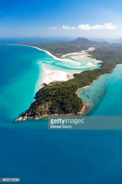 whitehaven beach and hill inlet river meanders, whitsunday islands, queensland - whitehaven beach stock-fotos und bilder