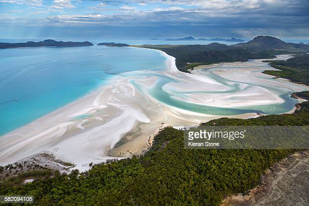 whitehaven beach, hill inlet, whitsundays - whitehaven beach stock photos and pictures