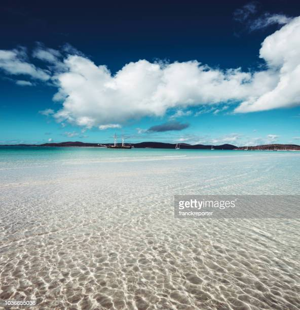 whitehaven beach in queensland-australien - whitehaven beach stock-fotos und bilder