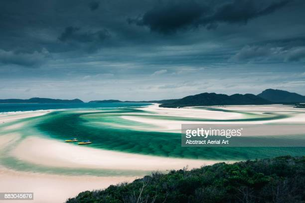 whitehaven beach, whitsundays, queensland - whitehaven beach stock-fotos und bilder