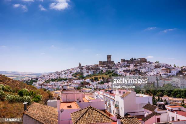 whitewashed town of arcos de la frontera in cadiz, andalusia, spain - whitewashed stock pictures, royalty-free photos & images