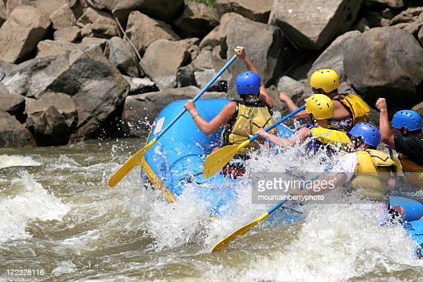 raiders de whitewater - río swift fotografías e imágenes de stock