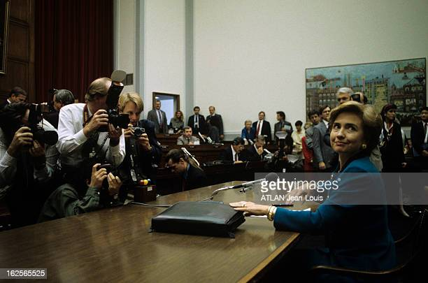 Whitewater Scandal With Bill And Hillary Clinton 28 septembre 1993 A l'occasion du scandale politique Whitewater témoignage d'Hillary CLINTON au...
