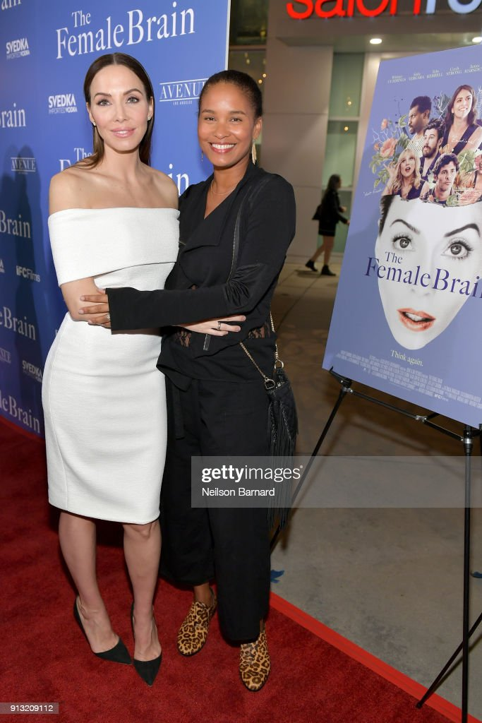 ¿Cuánto mide Joy Bryant? - Real height Whitney-cummings-and-joy-bryant-attend-the-premiere-of-ifc-films-the-picture-id913209112