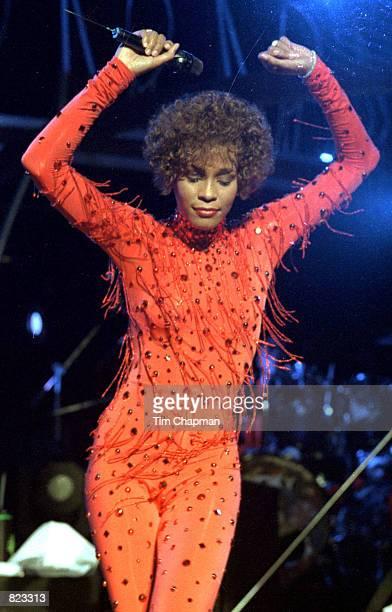 Whitney Houston sings in concert in Miami June 11 1991