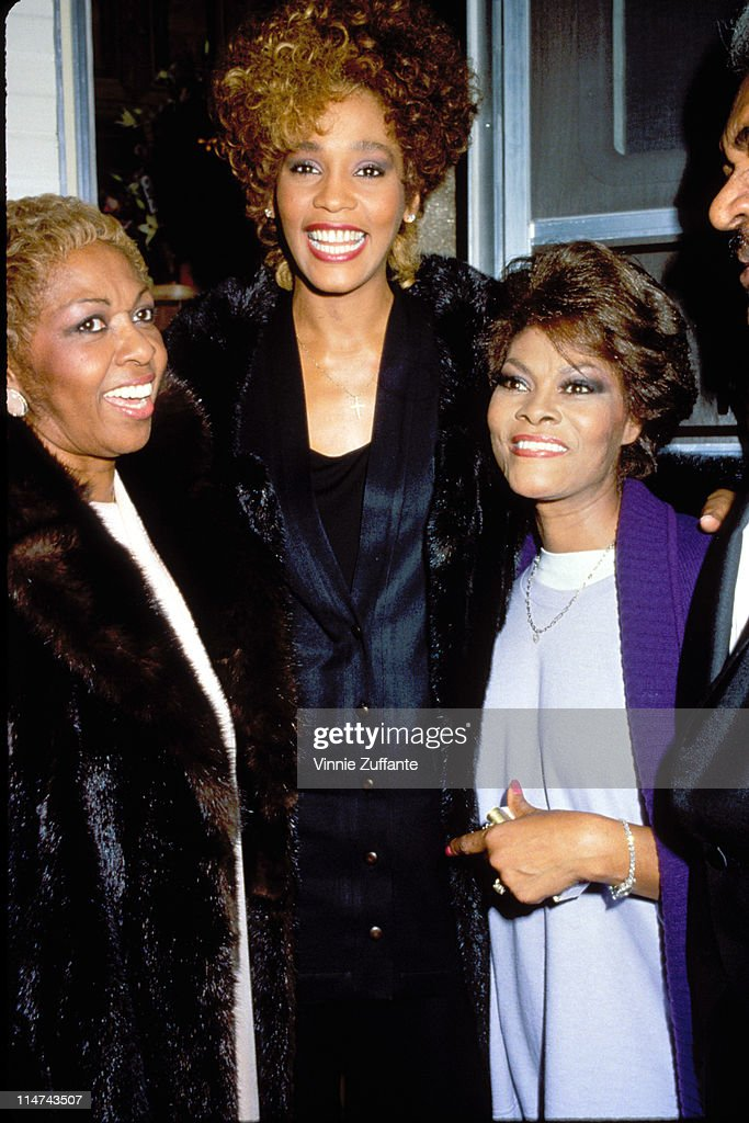 Whitney Houston with her Mom Cissy Houston and Dionne Warwick. March 1987 : News Photo