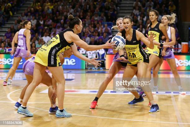 Whitney Souness of the Pulse passes to Ameliaranne Ekenasio during the ANZ Premiership Netball Final between the Pulse and the Stars at Te Rauparaha...