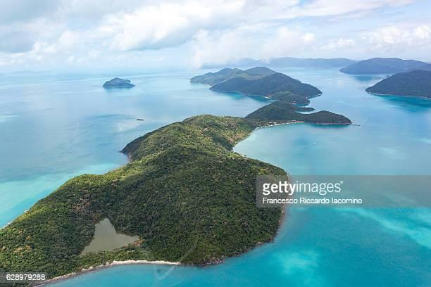 whitsundays, aerial view. queensland, australia - francesco riccardo iacomino australia foto e immagini stock