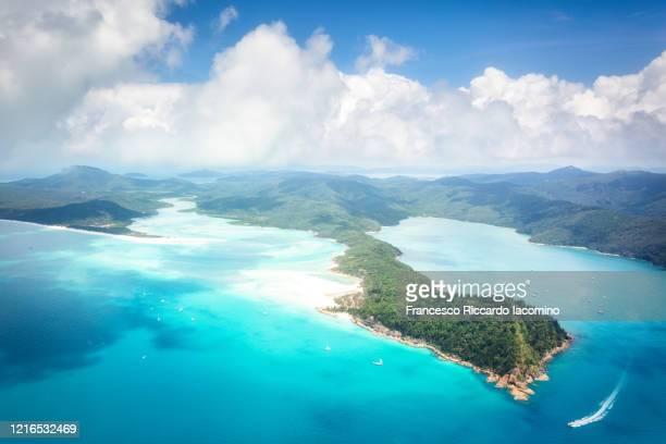 whitsundays and whitehaven beach from above. queensland, australia - francesco riccardo iacomino australia foto e immagini stock