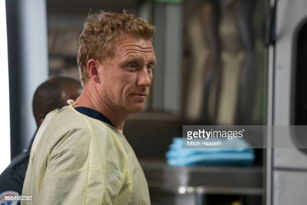 S ANATOMY Who Lives Who Dies Who Tells Your Story After a roller coaster car falls off the track at the county fair the doctors at Grey Sloan tend to...